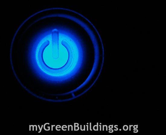 Risparmiare-energia-elettrica-spegnendo-luci